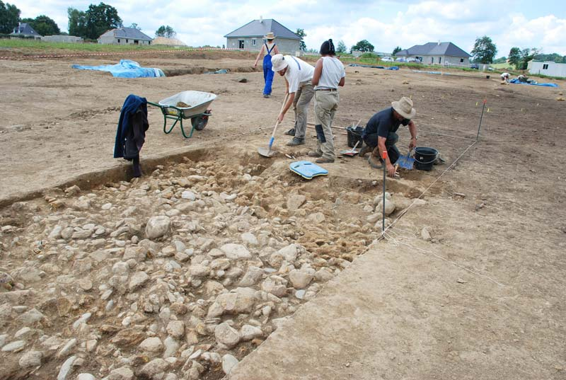 http://www.asson.fr/actualites/2008/0807/0807-archeologie.jpg