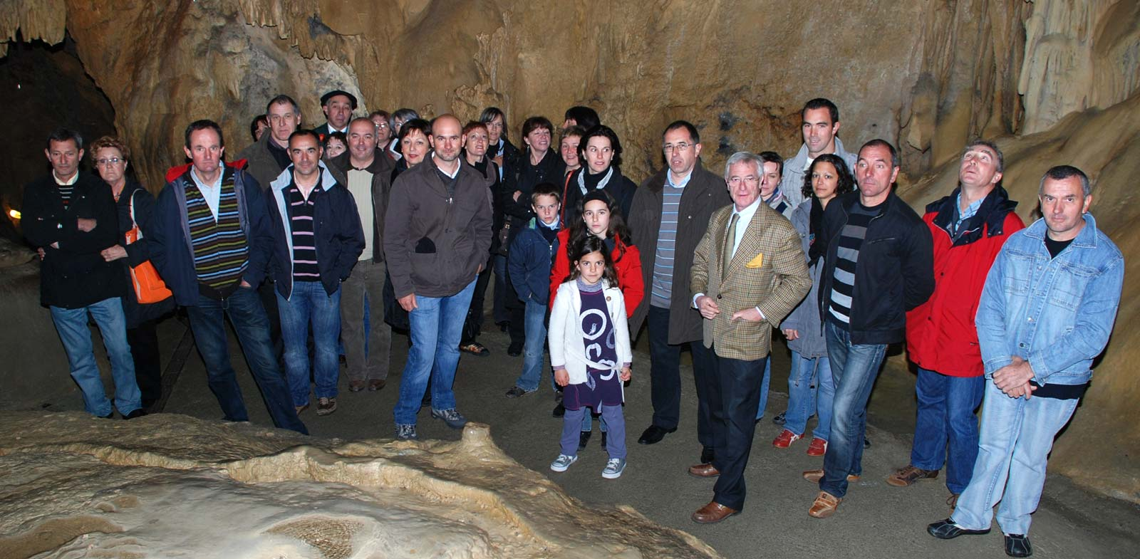 http://www.asson.fr/actualites/2009/0904/0904-grottes-1.jpg